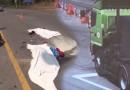 อุบัติเหตุสยอง ขี่มอไซค์เข้าไปให้รถพ่วงทับ ดับคาที่